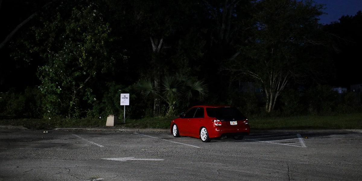 سرقت ماشین پارک در مکان تاریک
